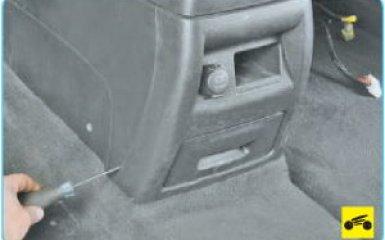 Снятие обшивки пола Hyundai Santa Fe (CM), 2006 - 2012