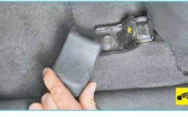 Снятие переднего сиденья Hyundai Santa Fe 2 (CM), 2006 - 2012