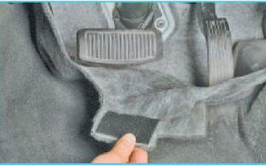 Замена педали включения ручника Hyundai Santa Fe 2 (CM), 2006 - 2012