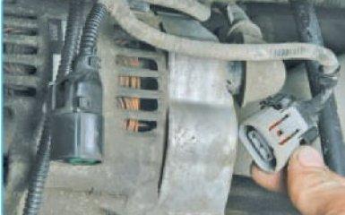 Снятие генератора Hyundai Santa Fe (CM), 2006 - 2012
