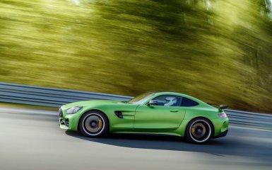 Покоритель «Зеленого Ада»: 585 «лошадей», запряженные в гоночный Mercedes AMG GT-R 2017-2018 года