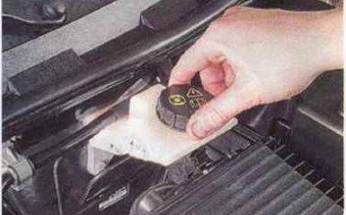 Замена тормозной жидкости Mazda 3 (BK)