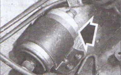 Замена топливного фильтра Audi 80 B4