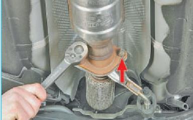 Снятие дополнительного нейтрализатора и глушителя Hyundai Solaris (RB), 2010 - 2017 г.в.