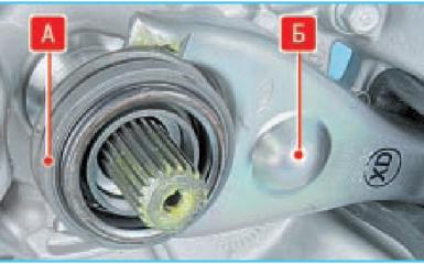 Замена подшипника и вилки выключения сцепления Hyundai Solaris (RB), 2010 - 2017 г.в.