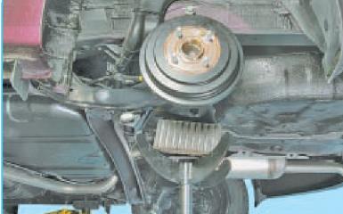 Замена задних амортизаторов Hyundai Solaris (RB), 2010 - 2017 г.в.