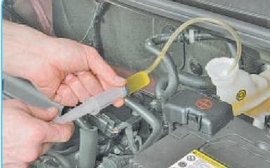 Замена тормозной жидкости Hyundai Solaris (RB), 2010 - 2017 г.в.