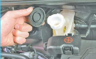 Замена бачка главного тормозного цилиндра Hyundai Solaris (RB), 2010 - 2017 г.в.
