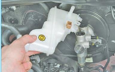 Замена главного тормозного цилиндра Hyundai Solaris (RB), 2010 - 2017 г.в.