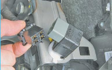 Снятие и регулировка педали тормоза Hyundai Solaris (RB), 2010 - 2017 г.в.