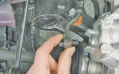 Замена переднего тормозного суппорта Hyundai Solaris (RB), 2010 - 2017 г.в.