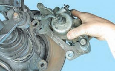Замена переднего тормозного диска Hyundai Solaris (RB), 2010 - 2017 г.в.