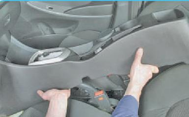 Замена рычага привода ручника Hyundai Solaris (RB), 2010 - 2017 г.в.