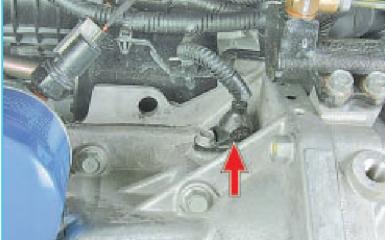 Замена датчика коленвала Hyundai Solaris (RB), 2010 - 2017 г.в.