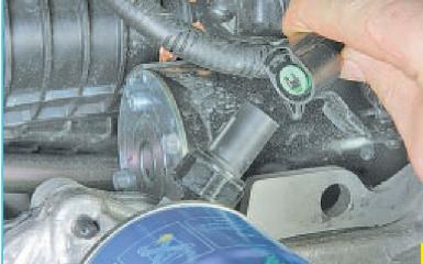 Замена датчика давления масла Hyundai Solaris (RB), 2010 - 2017