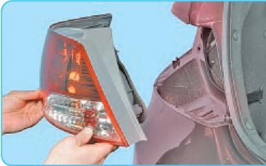 Снятие заднего бампера Hyundai Solaris (RB), 2010 - 2017