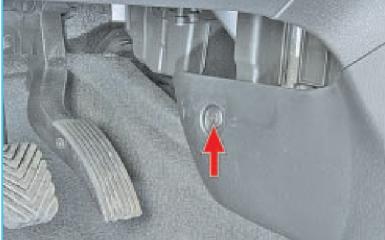 Снятие обшивки пола Hyundai Solaris (RB), 2010 - 2017